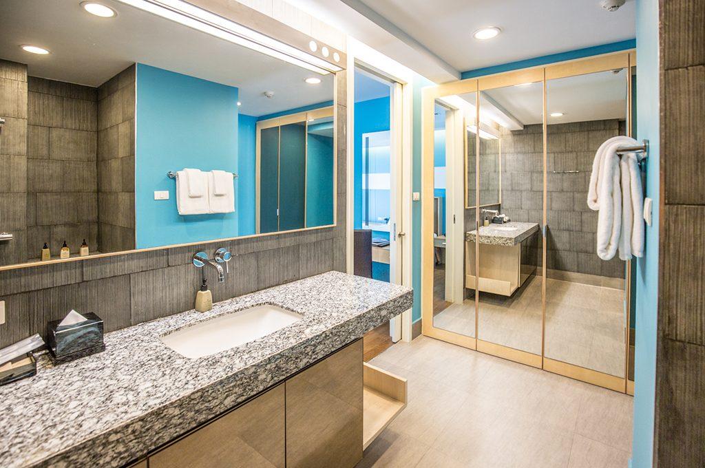 806_Bathroom2