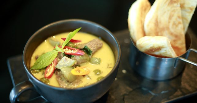 Green Beef Curry with Roti